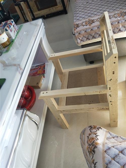 全新餐椅,一物倆用,可做兒童餐椅,可分開做寫字桌,可按尺寸定做,小椅子可放茶幾旁邊,絕對實木,保...