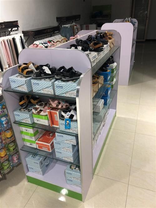 服装店不干了,有九成新的货架展示架上墙侧挂上下一套,共8套,两个中岛鞋柜,一个收银台,一个铁展示架,...