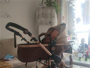 婴儿车,可以躺着坐着。去超市购物还可以拉货。