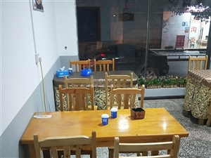 餐馆桌椅有八套,九成新,?#22270;?#22788;理,上门自提,来凤城内,260一套,15587583883