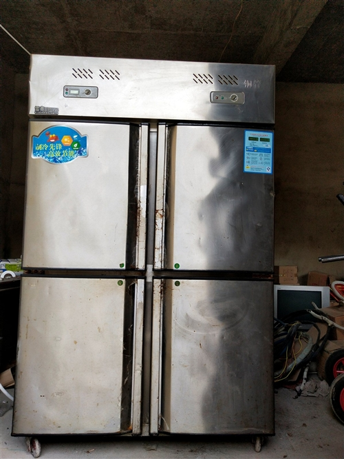 4门饭店用冰箱,上面冷冻下面冷藏,制冷效果很好
