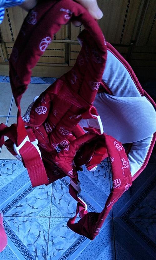 婴儿背带,买来后没用过,放了快一年了,买成150,现100处理,需要的联系