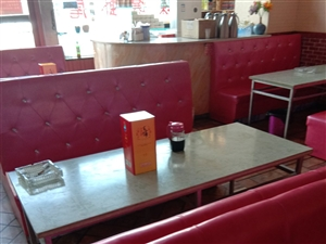 餐厅沙发,桌子12套,急需出售,八成新,,抽油烟机一个7000,有需要的赶快行动起来吧,机会不能错过...