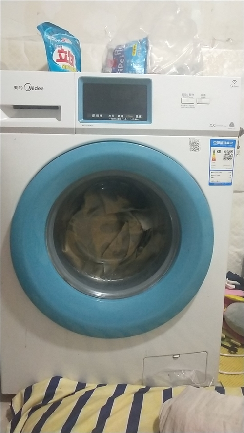 美的滚筒洗衣机,买了有一年,特别新
