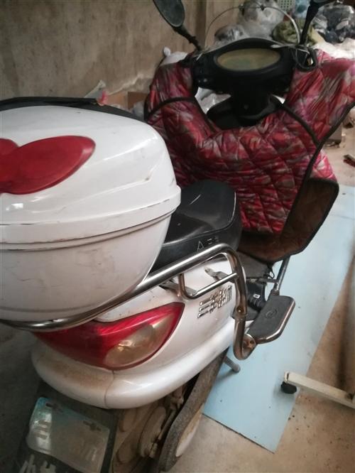 去年七月份换的电瓶,没怎么骑,一直丢在卅铺一个厂里,充电可骑到桐城市区任何地方