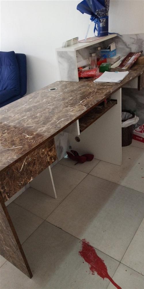 沒怎么用過,桌子九成新