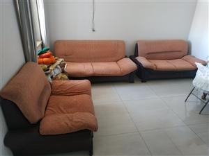 沙发一套1+2+3,旧沙发,6-7层新,买了新沙发换下的,有需要联系,适合出租房或者不要好的用。40...