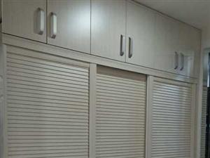 河西建材市场南门西侧居里亚橱柜,衣柜,全屋定制实体店处理样柜,东西全新,因更换新的样品柜,所以处理,...