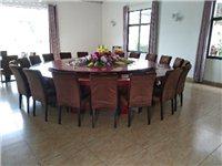 建水3.6米大桌带20棵凳子和桌花
