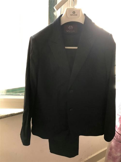 女款新郎西服三件套上衣/裤子/裙子。刚买来没有穿过,吊牌也没有拆,买的时候1100,现用不到了850...