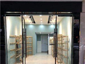 闲置鞋店货架,9成新,带玻璃层板, 地址:丽水遂昌南街