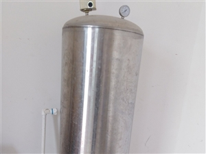 九成新的压力罐一个,现在没用了,便宜卖啦!