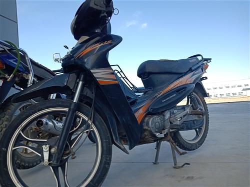 本人有一辆蓝色宗甲150和一俩雅马哈JS110弯梁。两辆摩托动力没得说,杠杠滴。蓝色150售价:10...