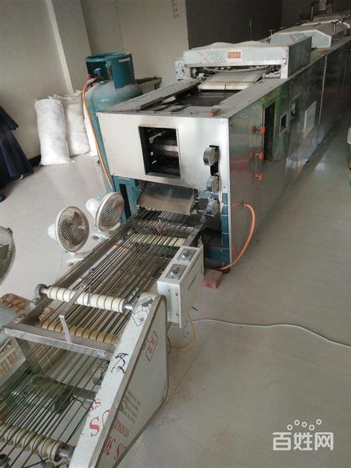 大型單餅機(烙饃機) 描述: 傳統搟制,新工藝老口味,純天然綠色食品,不含任何添加劑,操作簡單,一...
