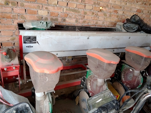 二米二五玉米播種機,幾乎就沒有用,便宜處理,有意購買的電話聯系,價格面議。