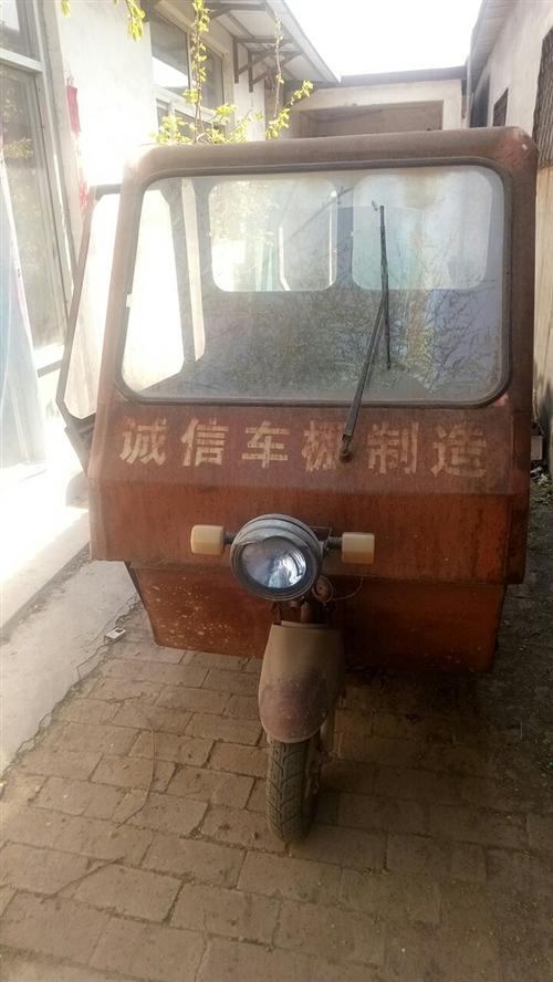 鈴木汽油摩托三輪車一輛