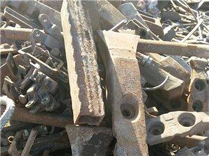 大量收购大件生铁,熟铁,厂矿设备,报废车辆,车床,边角料。联系电话15135496862装车打款