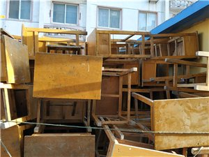 出售學生桌椅,200多套隨便挑。東西在凌海市內南山小區