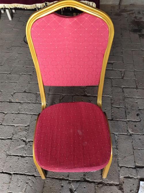 婚禮上用的紅色椅子有40多把,每把20元,急出售。