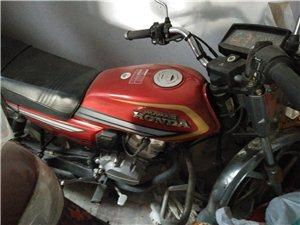 五羊本田125�t色摩托�,5000公里**有牌�C,�I�r�r6800元,因另有�用,�F底�r�D�1000元...