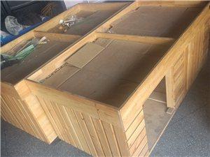 现有水果堆台两个出手 1.8米长0.9米宽,八成新,水果店必备,有需要者请电联。(200一个)