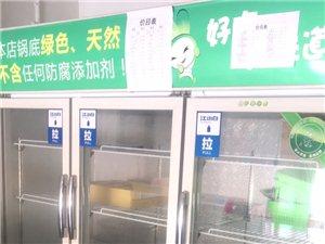出售一台大型3开门冷藏柜,8成新,去年买来没用两天,现在用不上咯占位置,有需要的老板请联系我