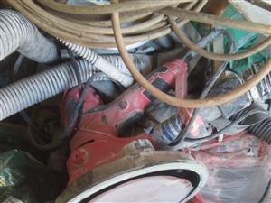 去年干腻子工买的喷机,打磨机,就干了三四家家装,?#36745;?#24178;了,设备转给有需要的人,15910097597...