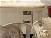 九成新餐桌出售:雙虎家私專賣店購買的,有需要的朋友來電18798850160