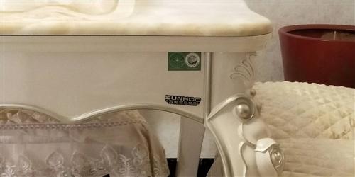 九成新餐桌出售:双虎家私专卖店购买的,有需要的朋友来电18798850160