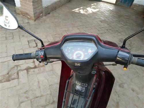 摩托车出售,微信同号,车没问题随便骑,一踏就着,不用离合直接换挡