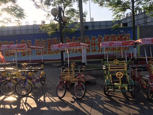 万人广场-未来之门的观光自行车和儿童游乐车带摊位整体转让 儿童游乐车11辆 观光自行车46辆 ...