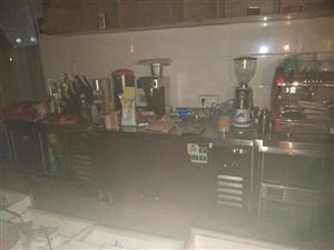 水吧设备?#22270;?#20986;售,八成新。冰柜,展柜,冷柜,咖啡机,?#24515;?#26426;,萃茶机