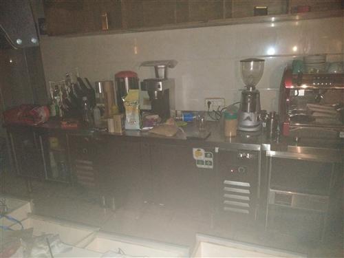 水吧设备低价出售,八成新。冰柜,展柜,冷柜,咖啡机,研磨机,萃茶机