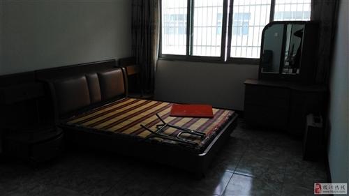 经济园深圳路96号,面积108,因搬迁新住所住,闲置旧房出售,价格面谈!非诚勿扰!