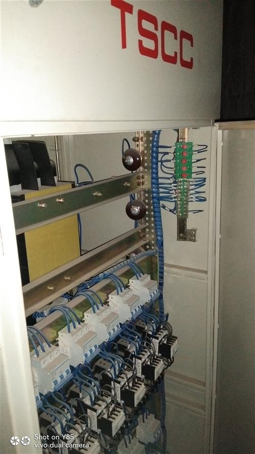 变压器315型号,11年装的,配电柜新的
