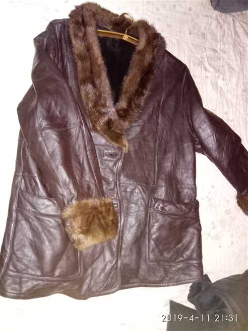 保真!!貂領,羊皮大衣,九成新,皮毛一體。可置換同等品質物品!