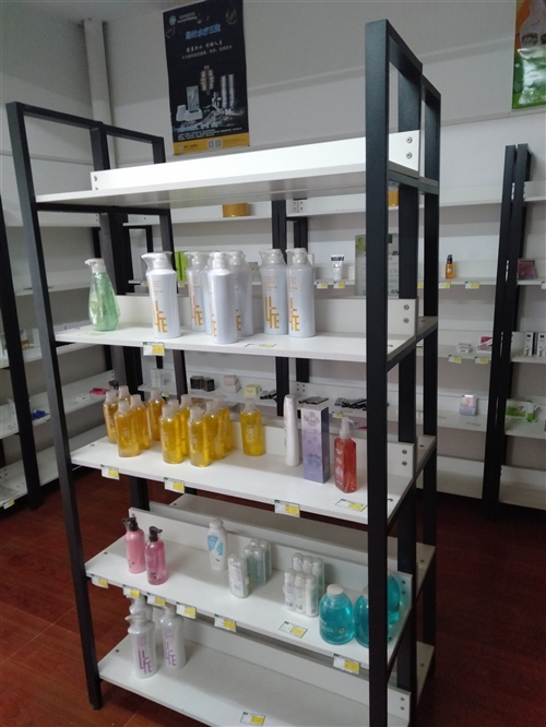 小型超市用貨架,掛板,98新,價格面議。