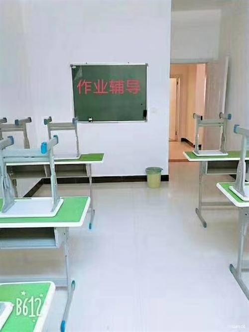 本人出售课桌板凳。便宜处理,九成新,有想办家教班的请联系18992402605,1535391573...