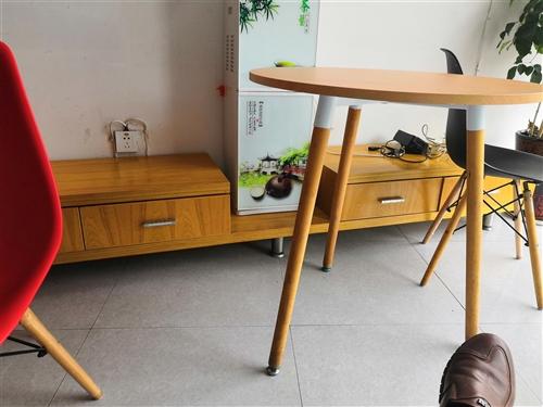 电视柜 2.6米左右  木质  售价150原价1000