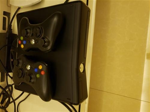 出售一台双65纳米slim版xbox360,破解版256g内存,附两个手柄,可先试玩