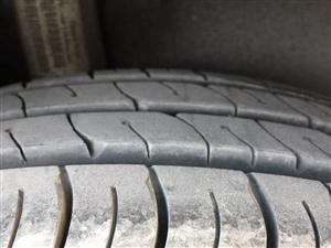 出售大众新捷达17555R14轮胎,新车跑了1000公里,由于升级轮毂更换下来的轮胎,适合出租车,商...