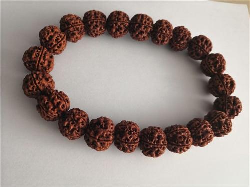 正宗全新尼泊尔金刚菩提,初肉双龙纹,同数籽,姜黄皮,尺寸21mmm,21颗大手持。
