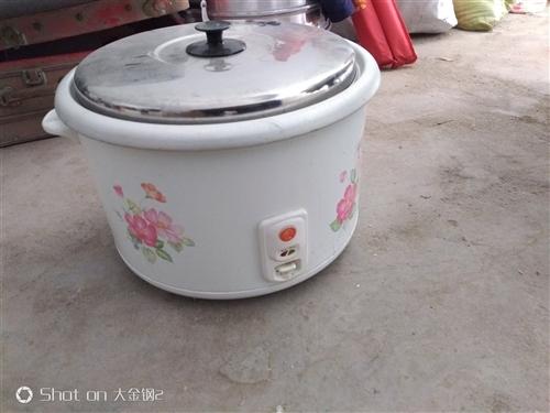 闲置饭店全新电饭锅,一直没用,13升,买时五百多,现低价处理150元,谢绝还价。