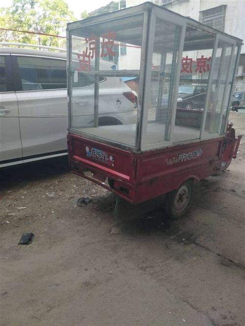 本人有辆电动三轮车,上面有以前做凉皮焊的架子,三轮车带车架现在便宜出售,接手就可以出摊盈利,有需要的...