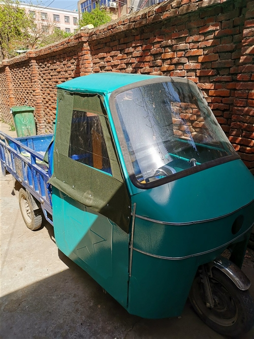 金彭电动三轮车,五块骆驼牌水电瓶!18年买的,没怎么跑,全车9成新,现用不到了,出售!