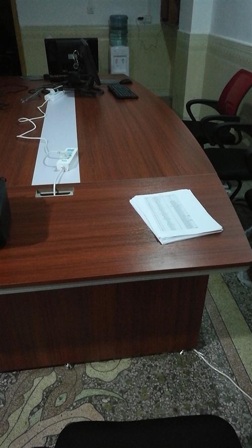 九成新3*1.5米会议桌一张1000元,椅子十张(100/张),九成新佳能打印机一台(300元)办公...