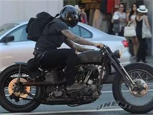 收个成色稍好的二手摩托,可以过户的,排量150-250,有意的联系我