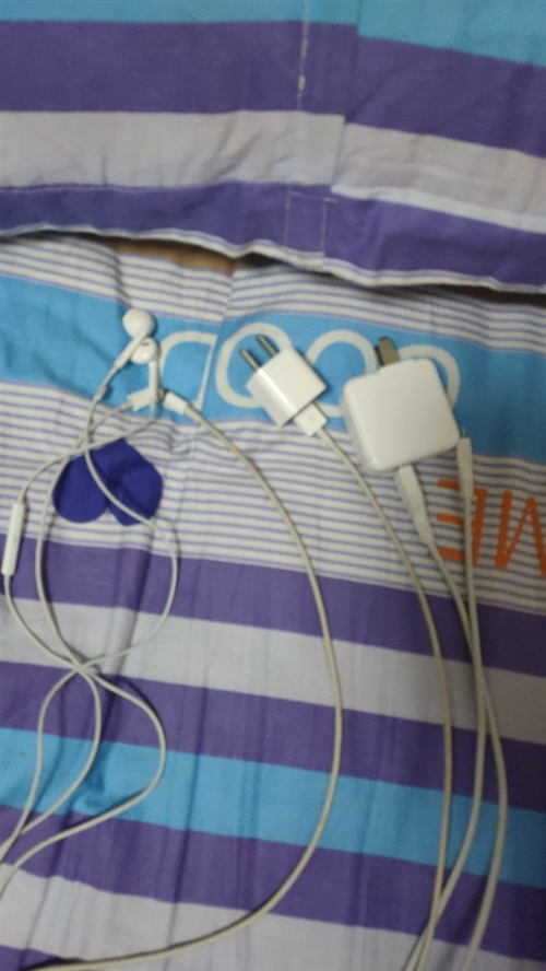 由于換手機了,蘋果7原裝耳機數據線耳機,vivo原裝數據線都沒用了,便宜處理。