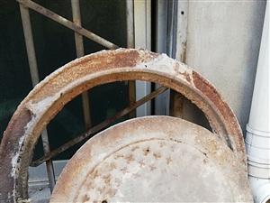 自己的铸铁井盖,井框一套,井口尺寸60公分!