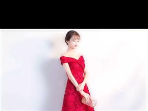 一套全新S码一字肩拖尾婚纱,一套全新s码敬酒服,只要450元待价出售。不想在实体店被坑,不想在网上买...